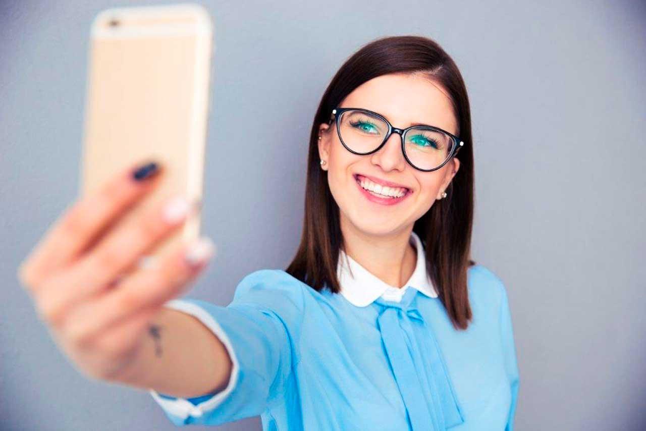 App dispensa contrato em papel e usa selfie de segurança e carimbo de tempo.