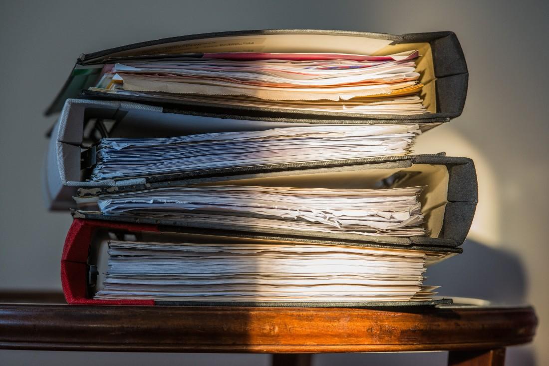 Como fazer a restauração de documentos físicos? Aprenda!